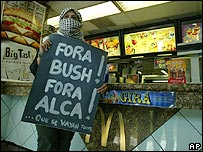 Protesta en un restaurante McDonalds de Brasilia.